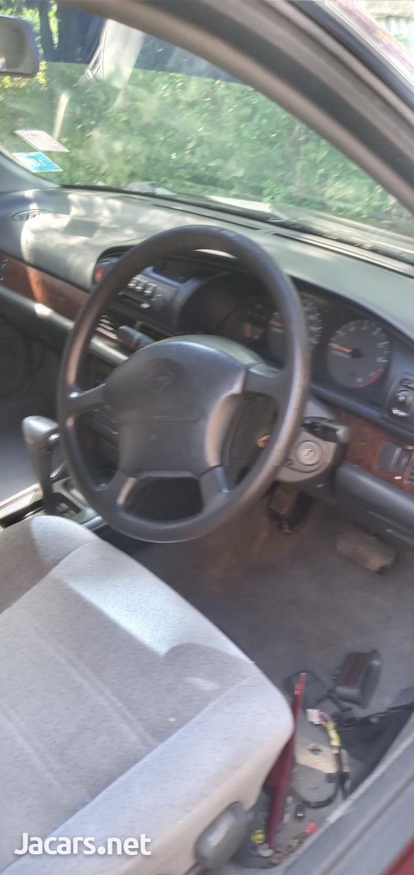 Nissan Bluebird 2,4L 1995-5
