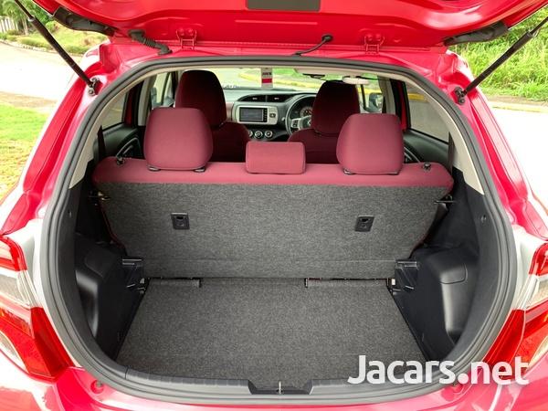 Toyota Vitz 1,0L 2015-8