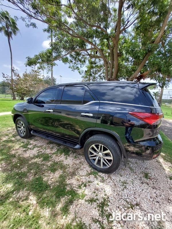 Toyota Fortuner 2,7L 2019-6