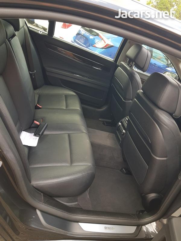 BMW 7-Series 3,0L 2014-10