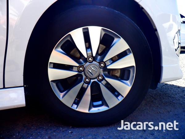 Honda Stepwgn Spada 1,8L 2012-5