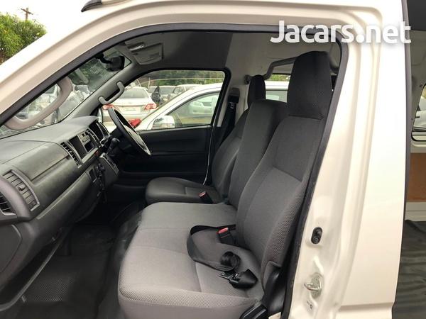 Toyota Hiace Bus 2015-4
