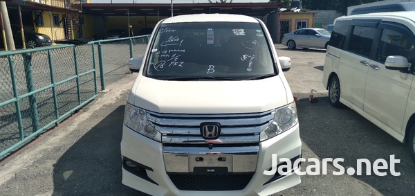 Honda Stepwgn 2,0L 2012-1