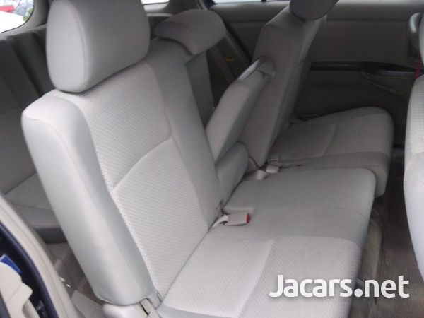 Toyota Isis 2,0L 2009-3