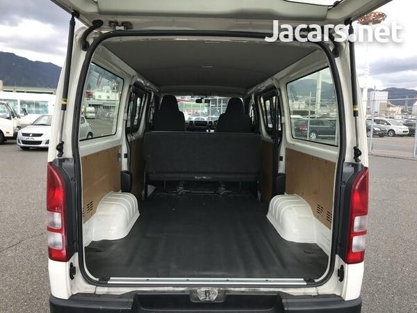 Toyota Hiace 2017-8