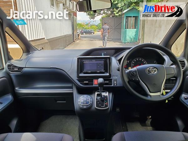 Toyota Noah 2,0L 2016-10