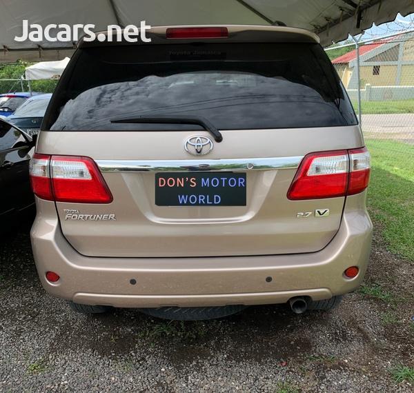 Toyota Fortuner 2,7L 2011-7