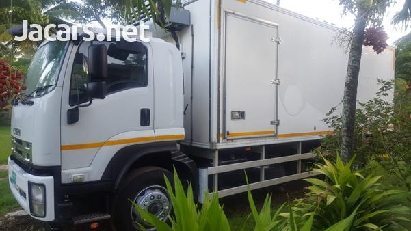Isuzu box truck-3