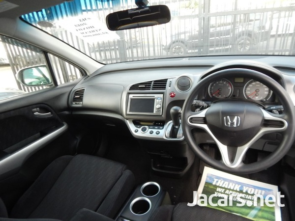 Honda Stream 1,8L 2013-6