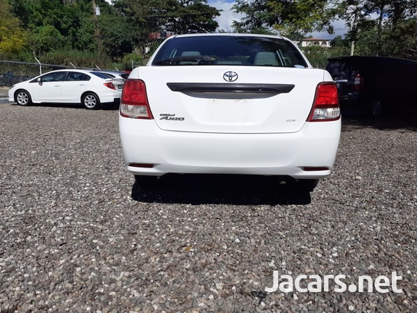Toyota Axio 1,5L 2013-9