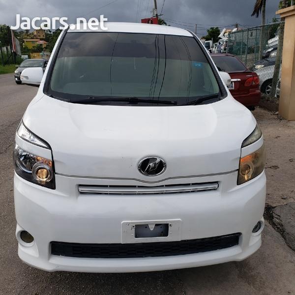 Toyota Voxy 2,0L 2010-3