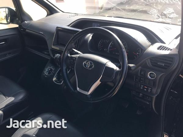 Toyota Voxy 2,0L 2016-11