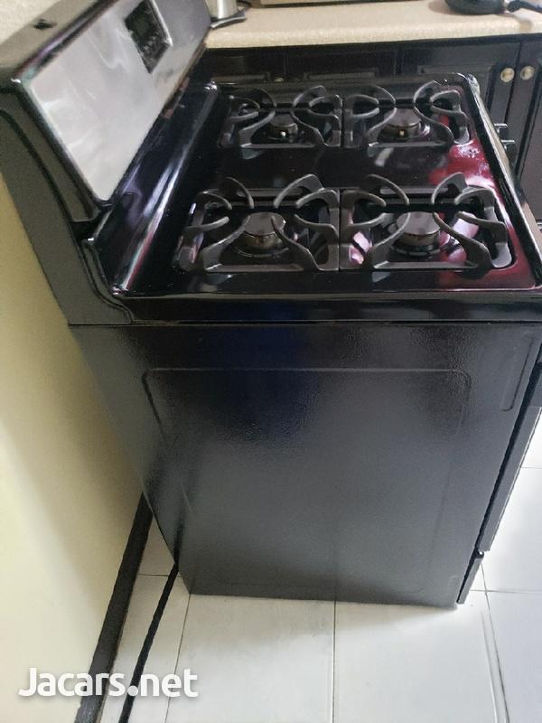 4 burner frigidaire stove.-1