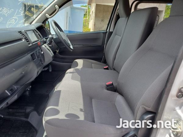 Toyota Hiace 2,0L 2016-13