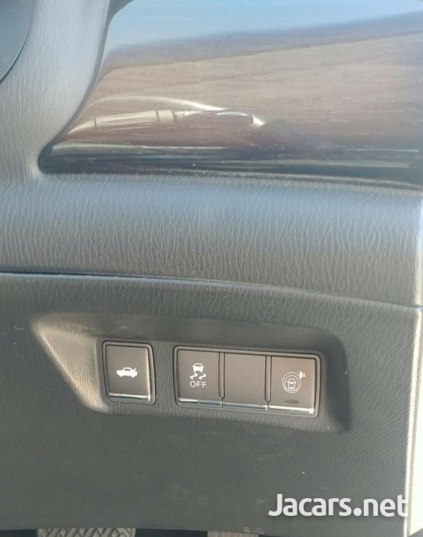 Nissan Fuga 3,7L 2013-10