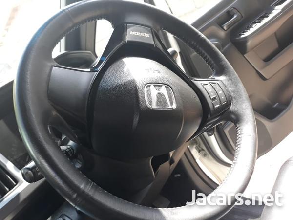2011 Honda step wagon-6