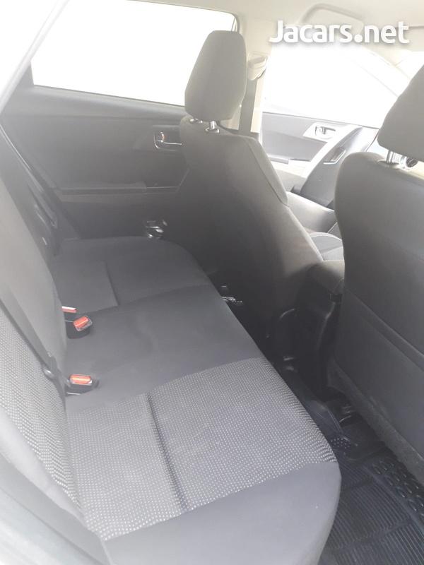 Toyota AURIS 1,8L 2013-6