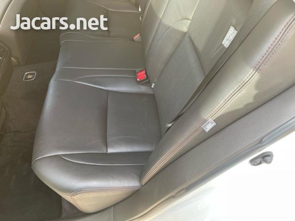 Toyota Crown 2,5L 2012-8