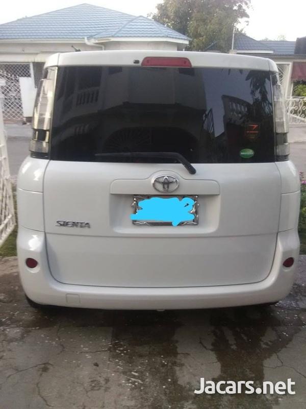 Toyota Sienta 1,5L 2014-8