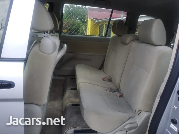 Toyota Isis 2,0L 2015-16