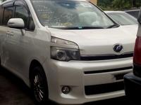 Toyota voxy white 2011