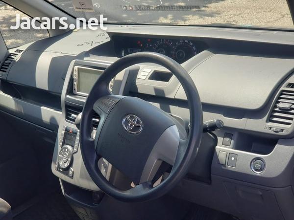 Toyota Noah 2,0L 2010-8