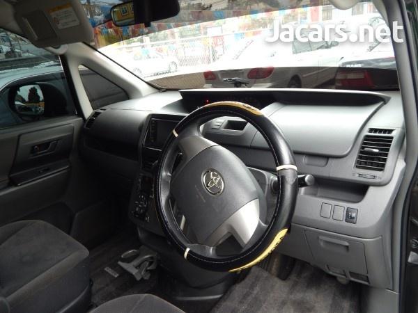 Toyota Voxy 2009-6