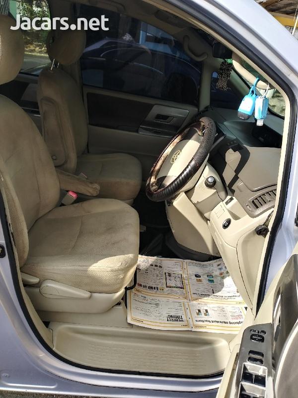 Toyota Noah 2,0L 2008-5