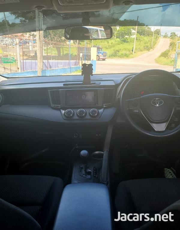 Toyota RAV4 2,5L 2016-9