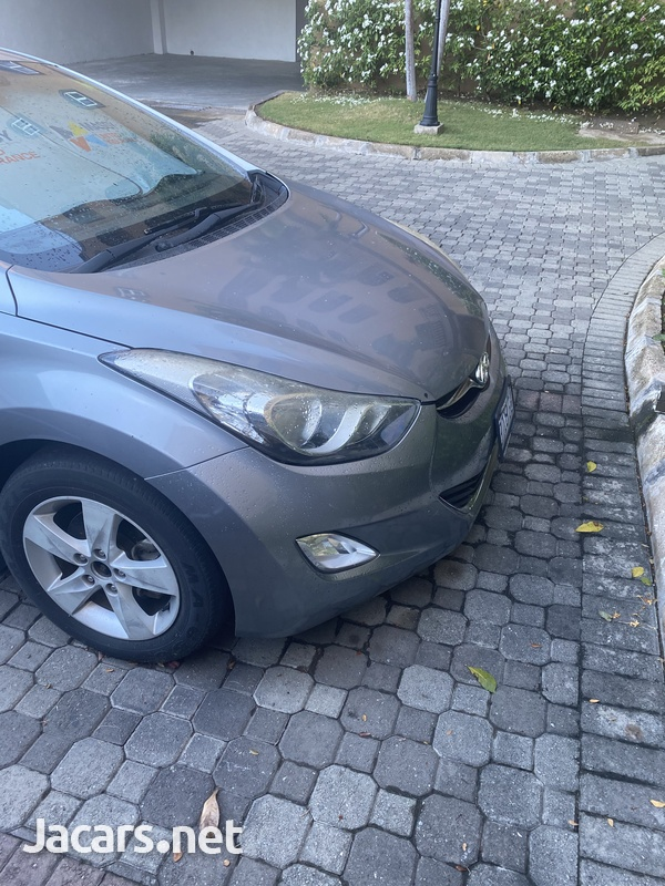 Hyundai Elantra 1,6L 2013-4