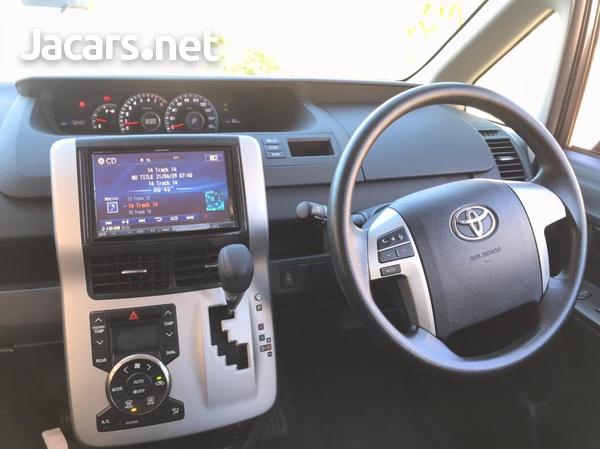 Toyota Voxy 2,0L 2013-16