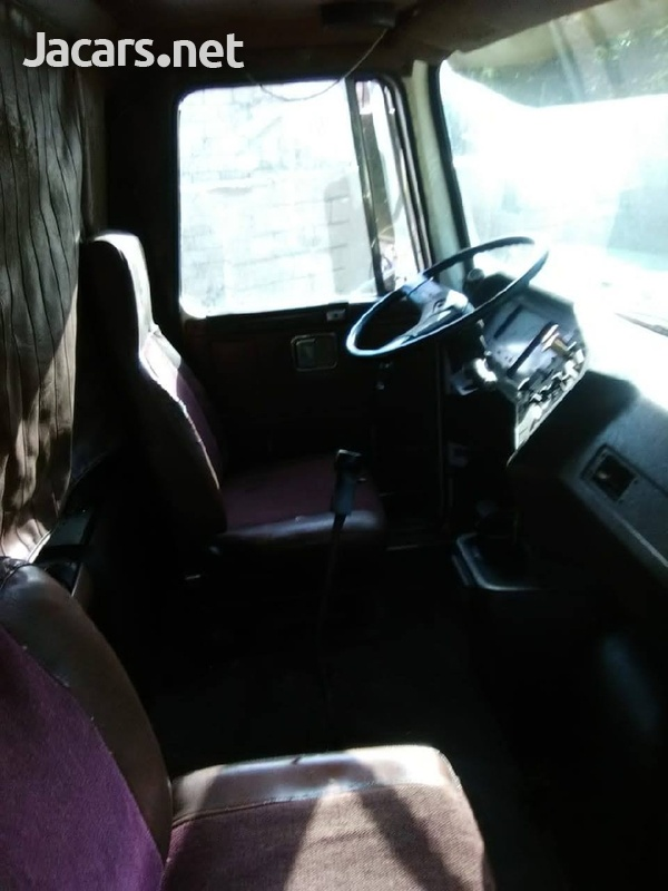 truck body and 1993 Volvo truck in good condition-6