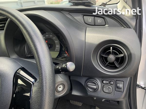 Toyota Vitz 1,0L 2018-4