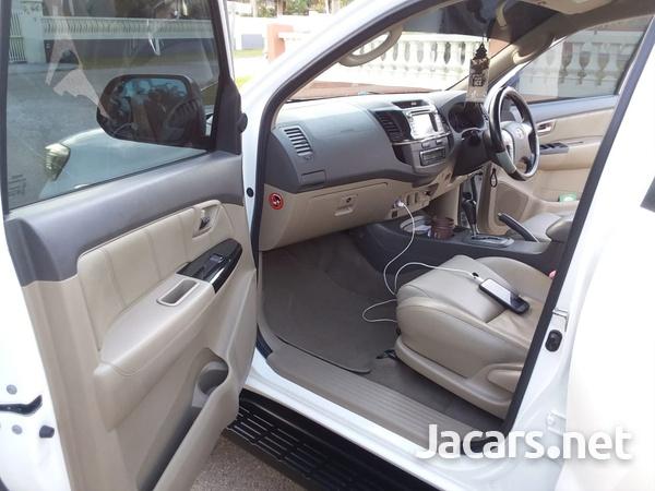 Toyota Fortuner 2,6L 2014-8