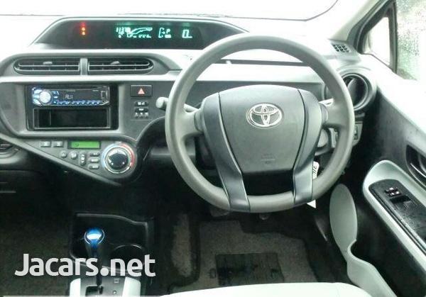 Toyota Aqua 1,5L 2014-4
