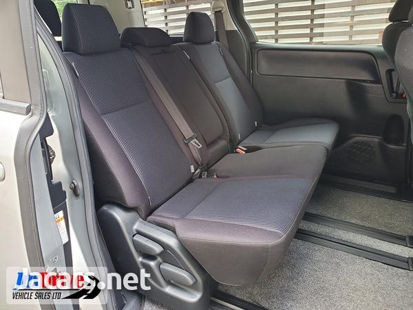 Toyota Noah 2,0L 2016-8