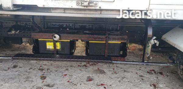 Isuzu Box Body Truck 5,0L 2011-4
