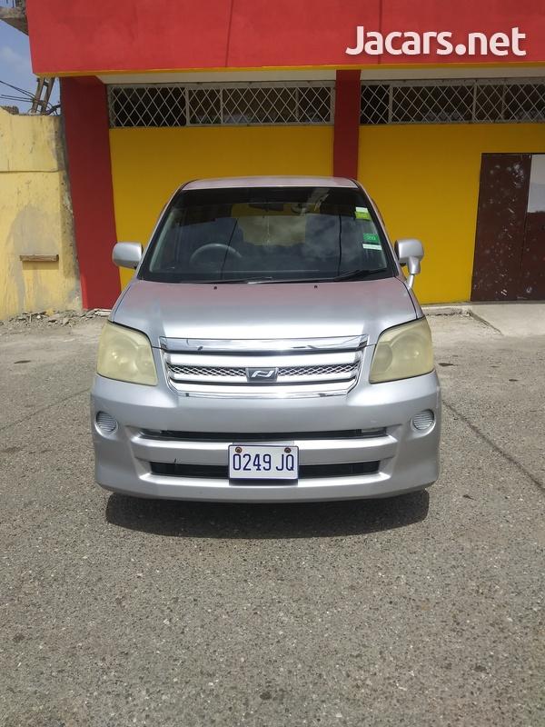 Toyota Noah 2,0L 2006-5