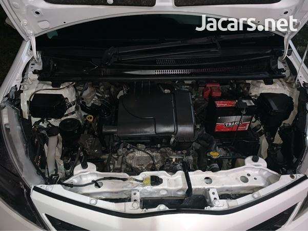 Toyota Vitz 1,0L 2013-6
