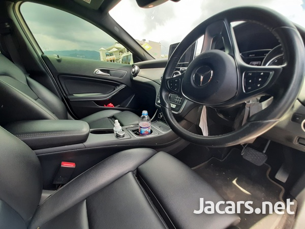 Mercedes-Benz GLA-Class 1,6L 2018-10