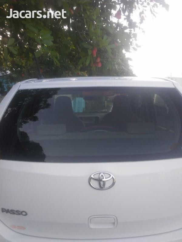 Toyota Passo 3,5L 2011-4