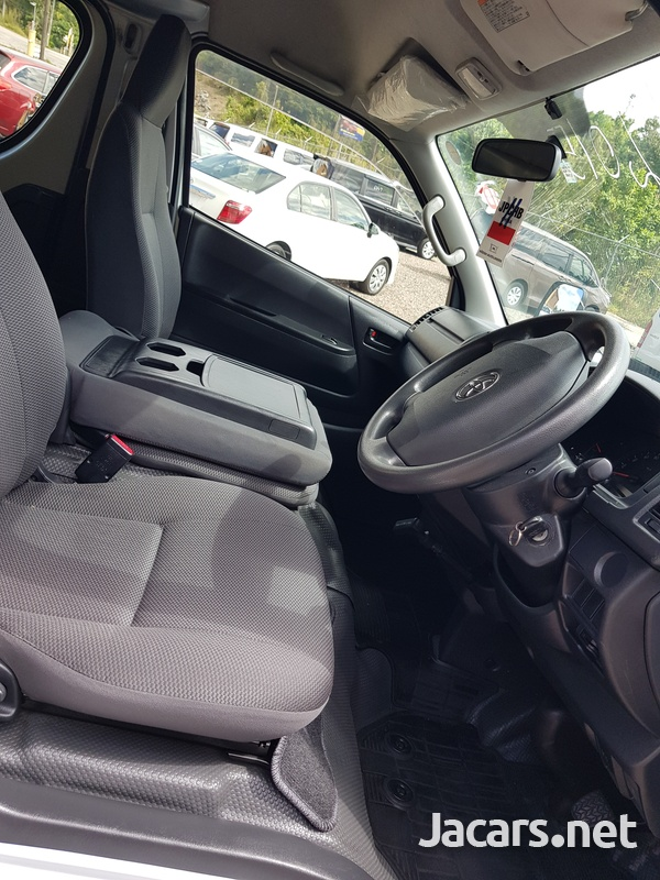 Toyota Hiace 2,0L 2015-6