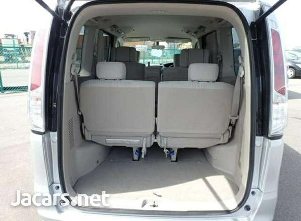 2012 Nissan Serena 20G Package-10