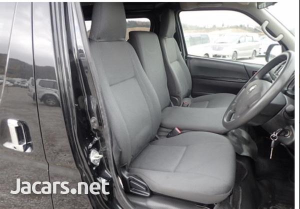 Toyota Hiace Van 3.0 2017-7