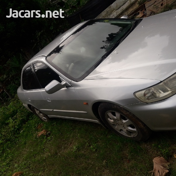 Honda Accord 3,0L 2001-4