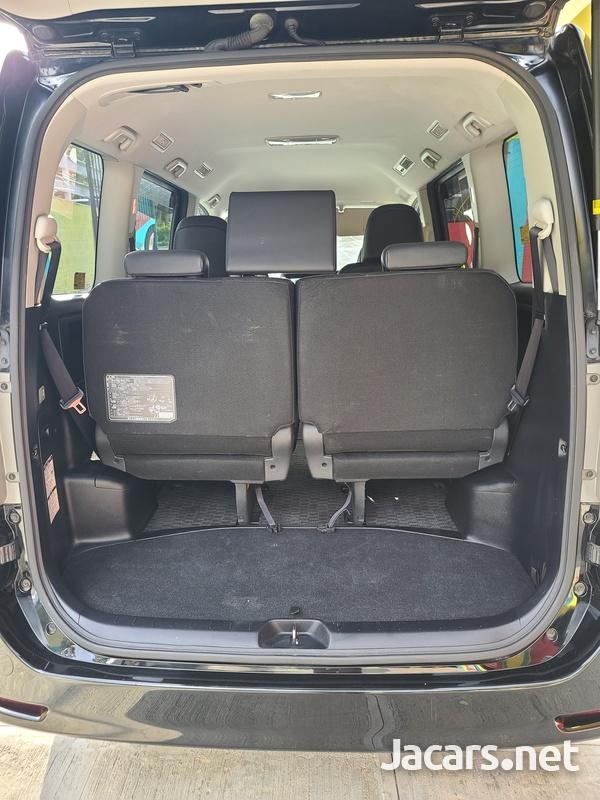 Toyota Voxy 2,0L 2012-13