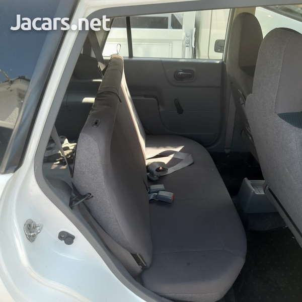 Mazda Familia 1,5L 2015-9