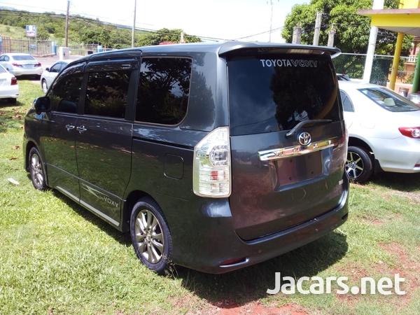 Toyota Voxy 2,0L 2013-2