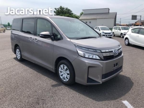 Toyota Voxy 2,1L 2018-4