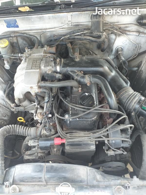 Nissan Skyline 2,0L 1993-3